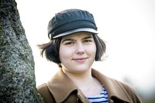 18-årige Mette Marie har fuld fart på: Optaget af politik, musik og arkæologi - og vil skrive endnu en bog