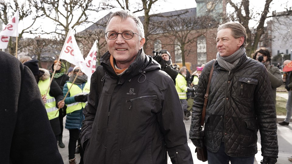 Anders Bondo Christensen ankommer til forligsinstitutionen torsdag den 1. marts 2018. Han vil ikke udsætte strejkevarsler, fordi de skal bruges til at sætte gang i forhandlingerne. Foto: Scanpix/Martin Sylvest