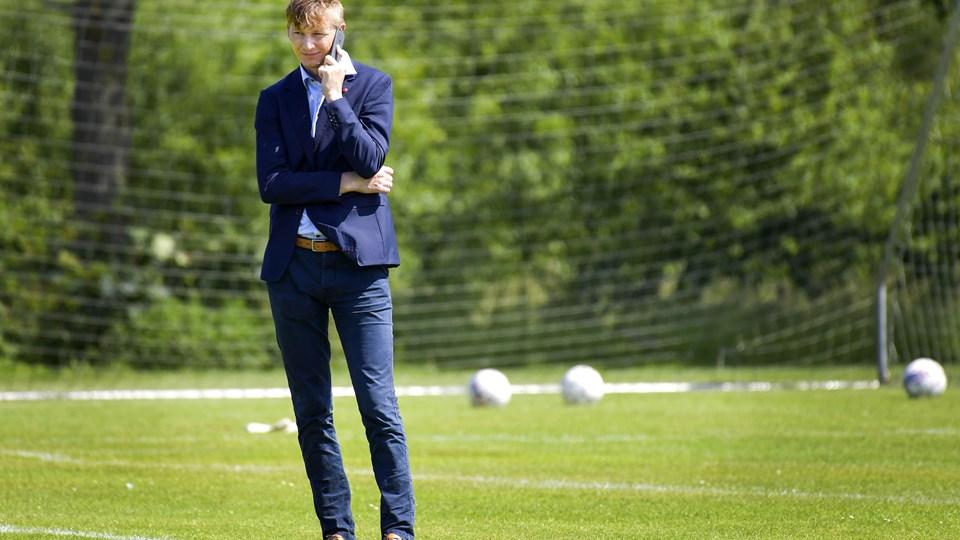 Sportsdirektør Allan Gaarde skal have hentet forstærkning til AaB, inden transfervinduet lukker 1. september.Arkivfoto: Michael Koch