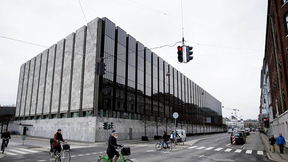 Nationalbanken stod færdig i 1978, byggeriet varede 13 år. Medarbejderne nægtede at flytte ud, da byggeriet stod på. Bygningen skal renoveres, og denne gang skal medarbejderne flytte. (Arkiv).