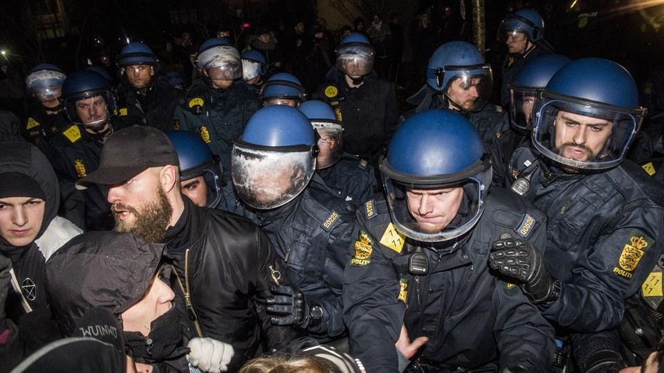 1. marts hvert år markerer unge årsdagen for rydningen af Ungdomshuset på Jagtvej i København i 2007. Billedet er fra sidste års sammenstød med politiet. I år skete der en kortvarig husbesættelse. Foto: Scanpix/Asger Ladefoged/arkiv
