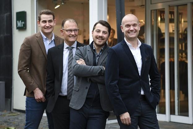 Forrest butiksejer Ole Spanggaard, butikschef Tamer Kapetanovic, Brian Mikkelsen, der har arbejdet hos Mr. Tang i 32 år samt elev Simon Friis Andersen.