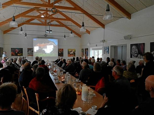 De gamle film viste også Nøragergård før den brændte ned i sensommeren 2005.