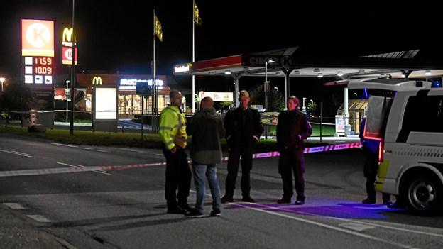 Offer blev jagtet med kniv: To mænd fra Saturdarah tiltalt for drab på tankstation