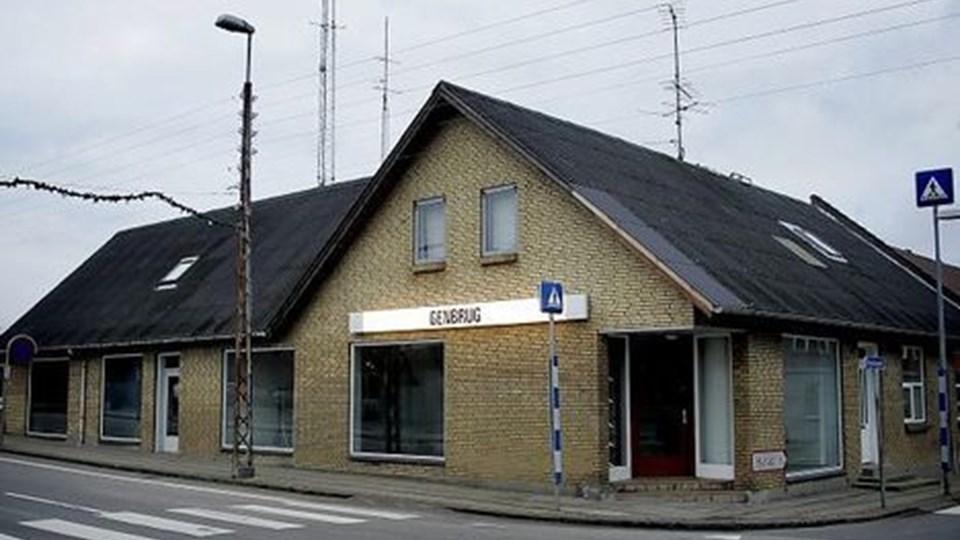 Genbrugsbutikken på hjørnet af Vestervigvej og Thylandsvej står midlertidig tom på grund af samarbejdsproblemer. Men genbrugsbutikken vil blive åbnet igen den 1. februar. Foto: Peter Mørk