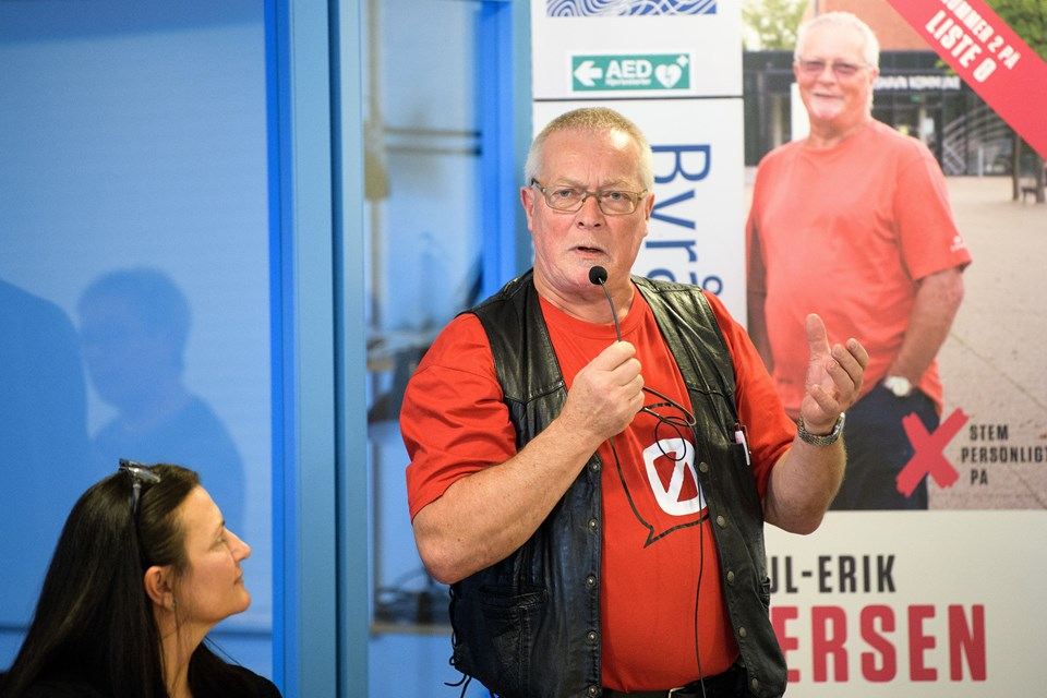 - Enhedslisten har som de eneste stemt imod nedskæringerne på ældre- og handicapområdet, sagde Poul-Erik Andersen (EL).