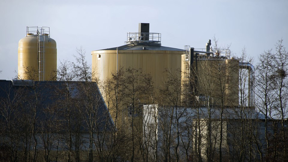 Græsset skal i en fast beholder på biogasanlægget. Arkivfoto