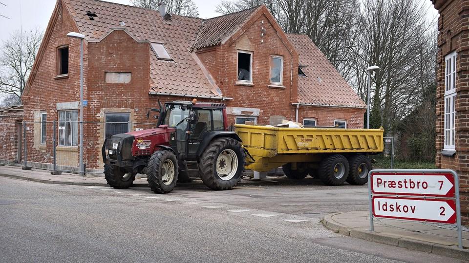 Borgerne i Dybvad tager nu initiativ til at få fjernet nogle af de faldefærdige huse. Arkivfoto: Peter Broen
