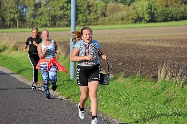 De unge mennesker går op i det med liv og sjæl. Her er det Lykke Bach Laursen i fuldt løb. Foto: Hans B. Henriksen