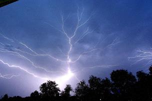 Igen, igen: Nyt varsel om skybrud og torden