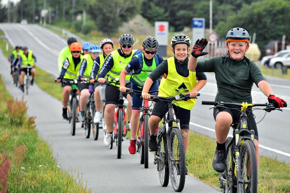 Cykelbørn skal levere bolden til AaB-kamp