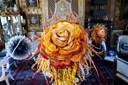 Påskens død i blomster af papir