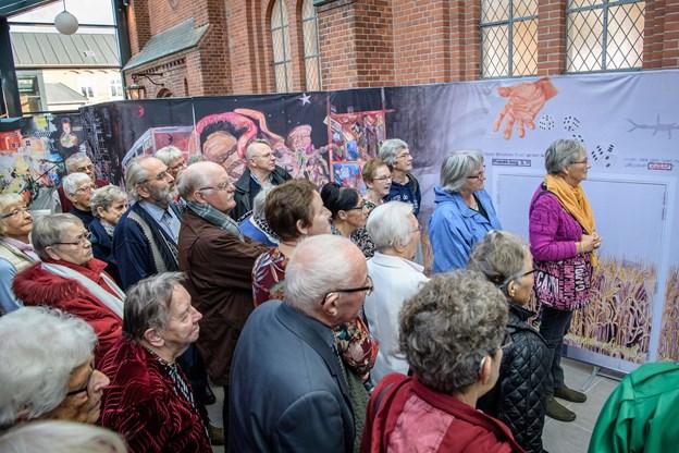 Foto: Peter Broen. Løgstør Kirke fejrer søndag 125 års fødselsdag. Det sker bl. a. med præsentationen af et 20 meter langt vægmaleri og korsang ved Al Dente-koret.