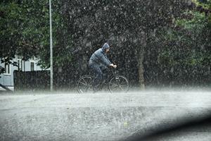 Billeder og video: Kraftigt regnvejr ramte Aalborg