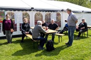 Hygge og solidaritet under teltdugen i Bratskov Park