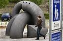 Tidligere borgmester vil have bøvlet skulptur fjernet: - Det er ikke det kunstværk, vi bestilte