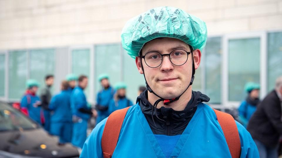 Formand for FADL Aalborg cyklede til Hjørring Sygehus med 13 medstuderende. Også i København, Aalborg og Odense cyklede medicinstuderende i protest. Foto: Kim Dahl