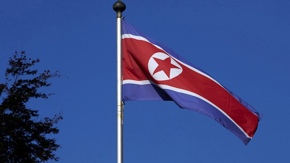 A North Korean flag flies on a mast at the Permanent Mission of North Korea in Geneva Foto: Reuters/Denis Balibouse