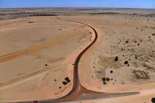 Australske børn stjæler bil og kører 1000 kilometer i outbacken