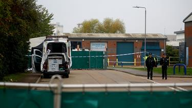 39 lig er fundet i lastbil øst for London
