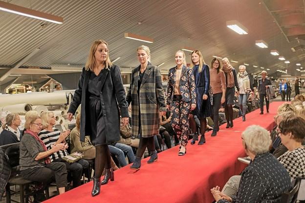 Der var stor applaus og tilfredshed fra publikum til den flotte præsentation af efterårets mode. Foto: Niels Helver