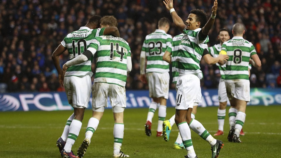 Celtic's Scott Sinclair celebrates scoring their second goal with team mates Foto: Reuters/Russell Cheyne