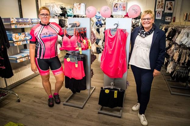 Pia Poulsen (t.v.) og Dorthe Laursen er klar til lyserød lørdag i Hurup 6. oktober.