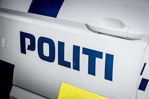 Blaffer truer bilist og stjæler hans Volvo