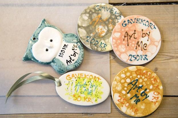 En webshop er på vej - i første omgang med salg af gavekort som dem, man allerede nu kan købe i keramik-caféen.