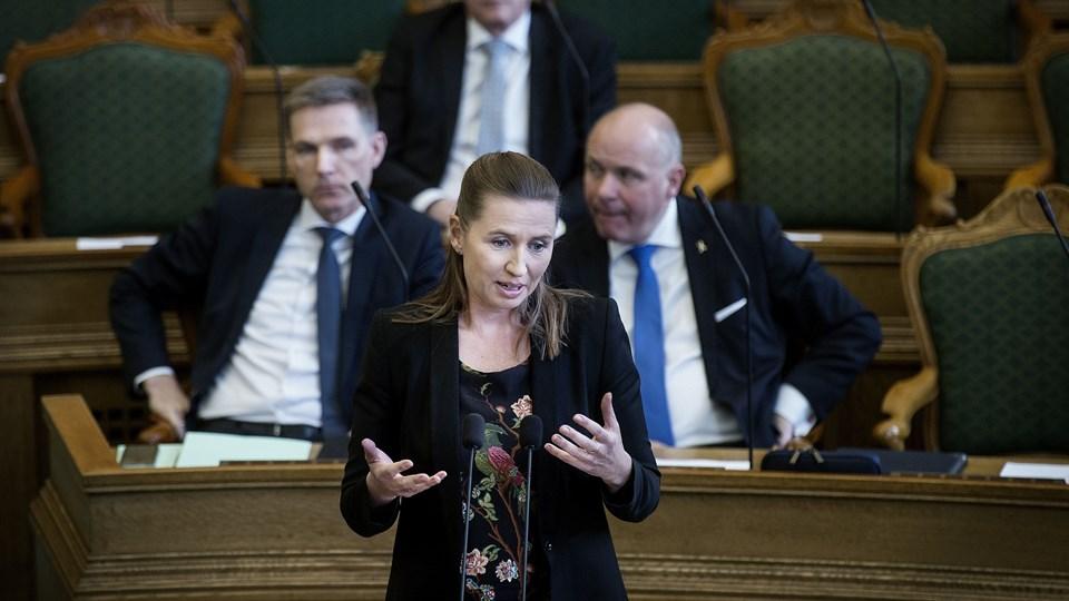 S-formand Mette Frederiksen ser positivt på, at DF vil samarbejde om en udlændingeaftale, men helt udenom regeringen bliver det næppe. Foto: Scanpix/Liselotte Sabroe