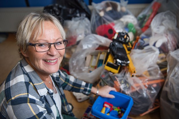 Susanne Hald - samler legetøj andre sager sammen til børn i alderen mellem 0 og 18 år - børn som ellers ikke ville få det store juleaften.Arkivfoto: Hans Ravn