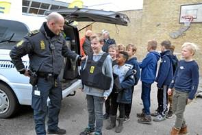 Politi og sosu'er besøgte Mariager Skole