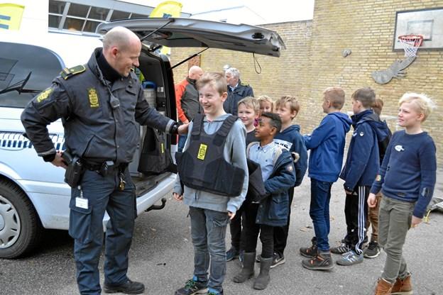 Politiet var et populært indslag i Mariager Skoles messe. Privatfoto