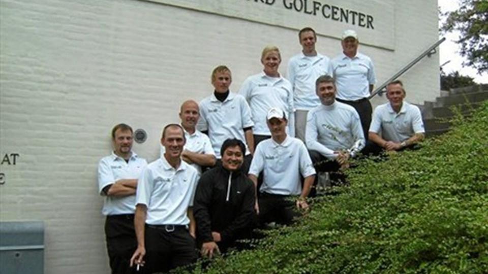 Glade golfspillere, holdleder og træner efter oprykningsspillet.