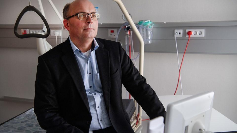 - Vi er en international arbejdsplads, understreger hospitalsdirektør Henrik Larsen, som har cirka 20 nationaliteter ansat. Foto: Hans Ravn