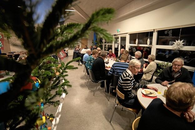 Der blev snakket hen over bordene. Foto: Anders Thomsen