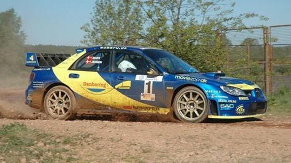 Karl-Åge Jensen stiller på Mors op i sin nye Subaru WRC, der kan accelerere fra nul til 100 kilometer i timen på formidable 2,6 sekunder.