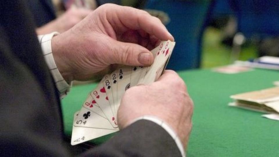 Der skal blandes 35.000 kort til bridgeturneringen. Arkivfoto