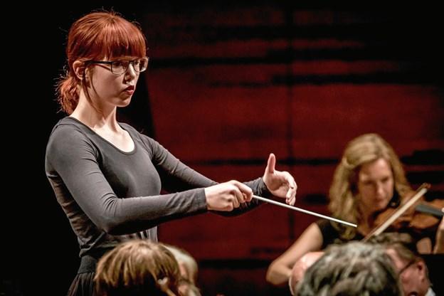 Koncerten dirigeres af den 18-årige Johanne Grønkjær Lorenzen.