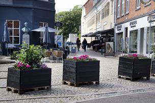 Færre biler, mere liv: Butiksdrivende har store planer for Lille Torv i Thisted
