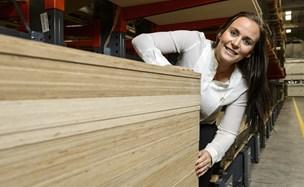 Træ er det nye sort: Kæmpe Støvringfirma køber bæredygtig træimportør