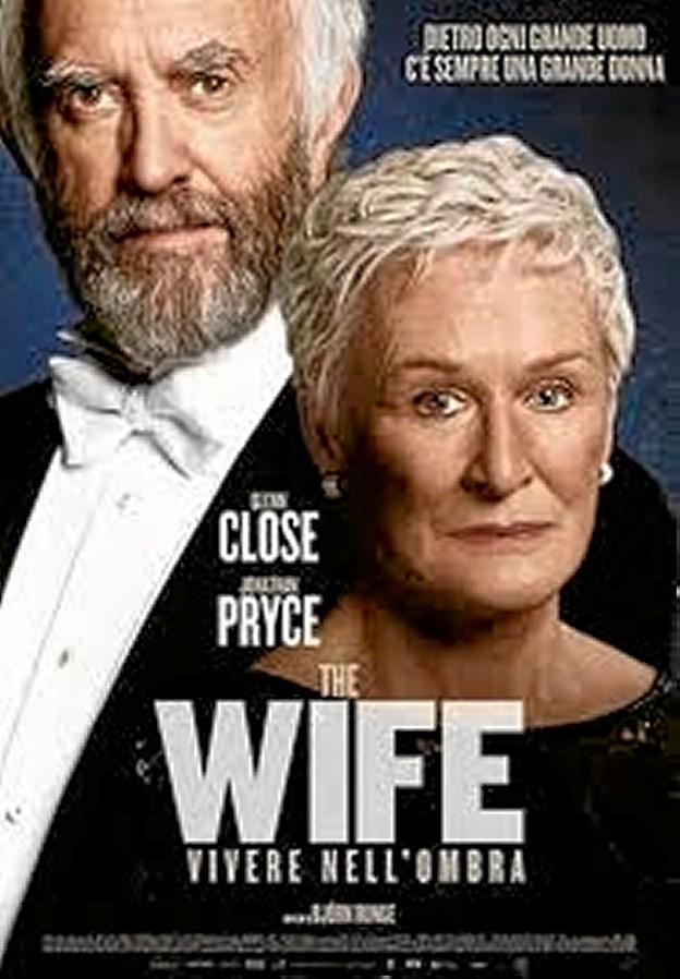 Glenn Close spiller hovedrollen som den trofaste, opofrende hustru, der efter 40 år får nok. Jonathan Pryce spiller Joe, hendes succesrige forfattermand. Foto: Fjerritslev Kino