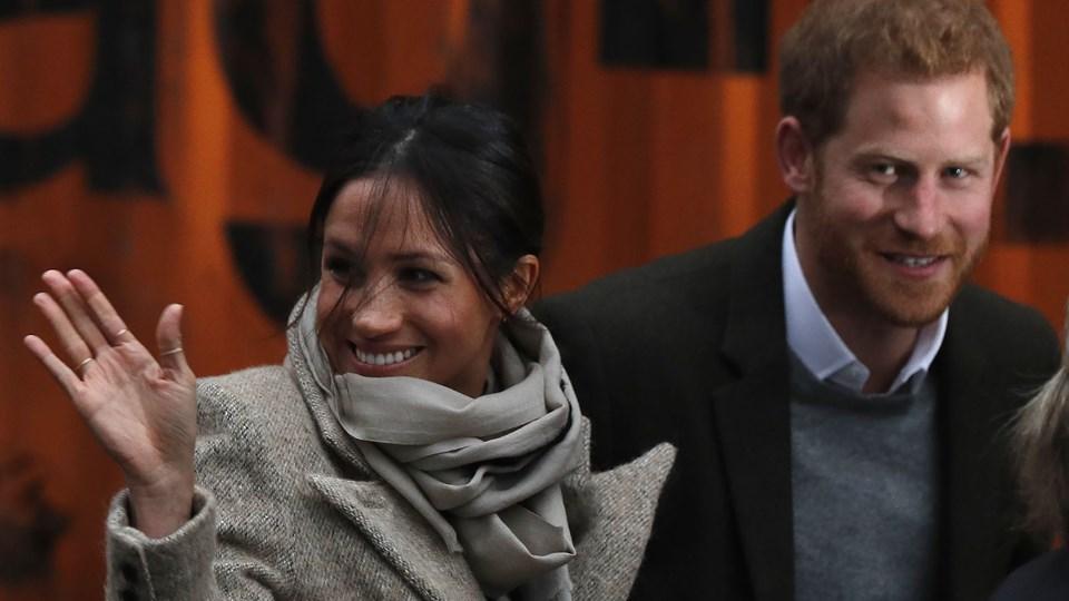 Prins Harry med sin forlovede Meghan Markle. Hun er 'grim', har Ukip-lederen Henry Boltons kæreste skrevet i smser. Foto: AFP/Ritzau Scanpix