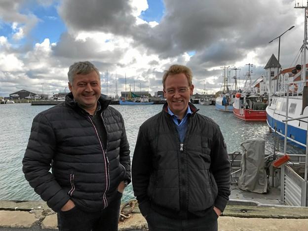 Claus Hjørnet Pedersen, bestyrelsesformand Strandby Fiskerihavn og ny havnechef Christian Heidemann Andersen glæder sig til samarbejdet.